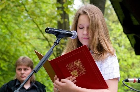 Poutavý přednes Sovových básní, recituje Tereza Pinkasová