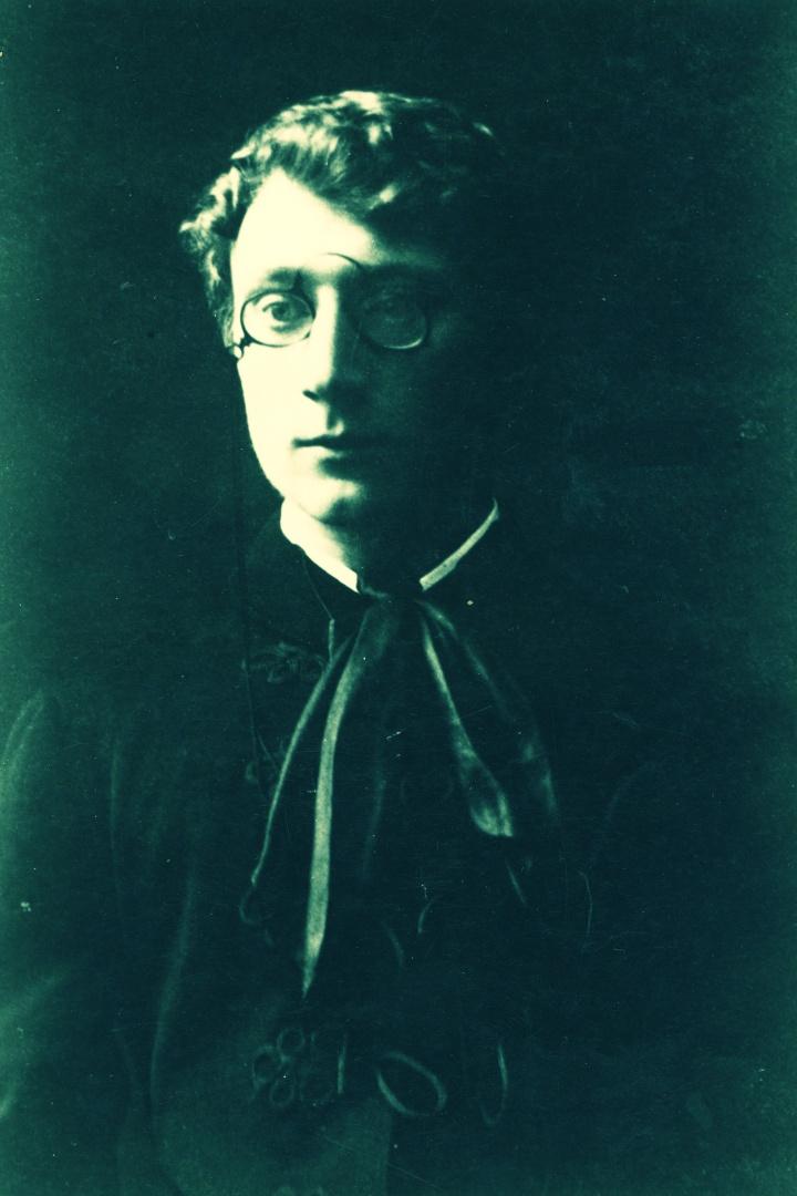 Maturitní fotografie básníka Antonína Sovy z roku 1885.