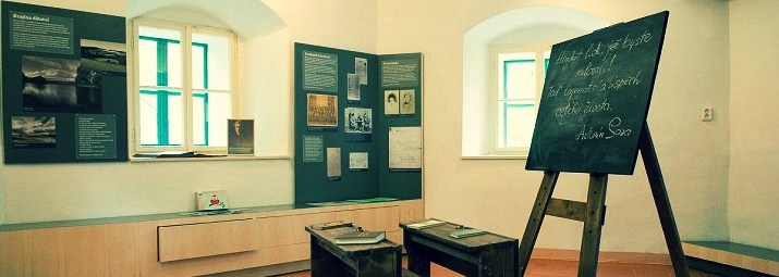 Návštěvníci expozice Antonína Sovy v lukaveckém Hříbku